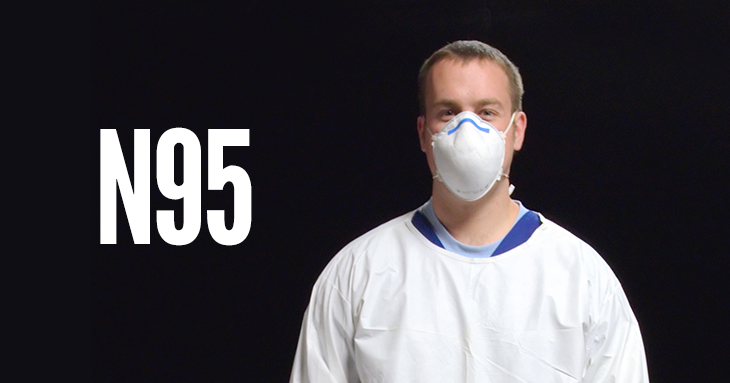 médico com máscara n95