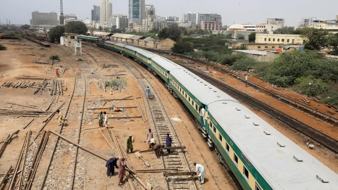 ferrovia pakistão atrasada devido a covid reuters