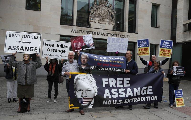 Manifestação pró-Assange em frente a Westminster Magistrates Court